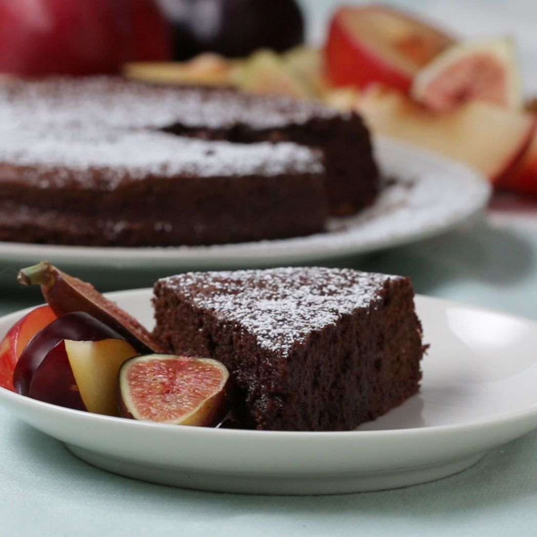 10-ingredient Chocolate Cake Recipe by Tasty