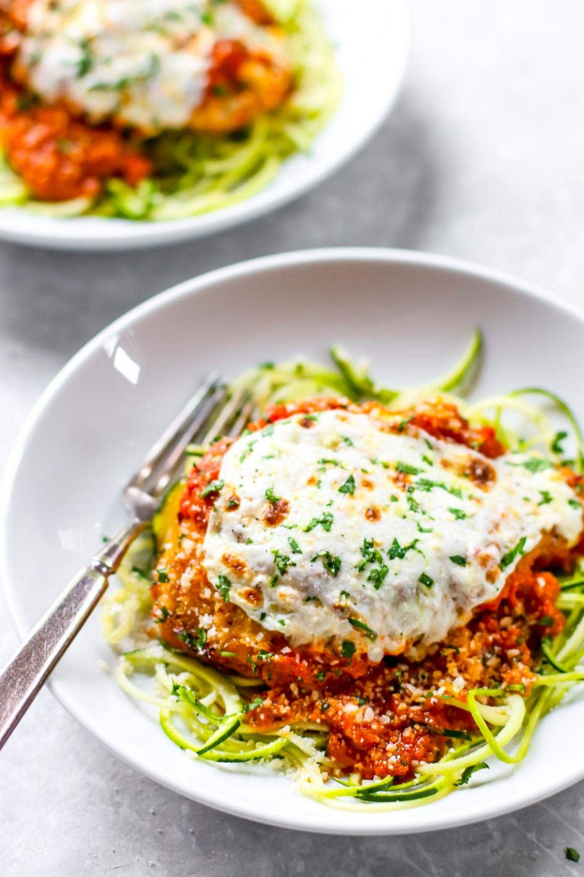 10 Minute Healthy Chicken Parmesan Recipe - Pinch of Yum - Healthy Recipes Zoodles