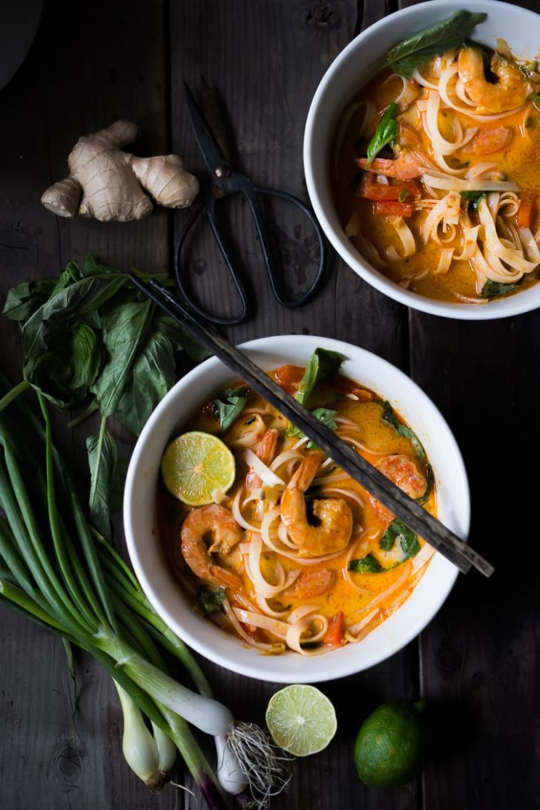 10 MINUTE THAI COCONUT NOODLE SOUP (KHAO SOI) | Feasting At Home