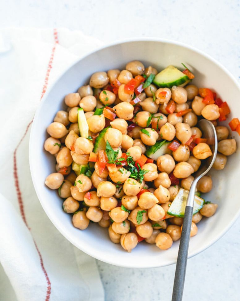 9-Minute Chickpea Salad (Healthy Lunch!)