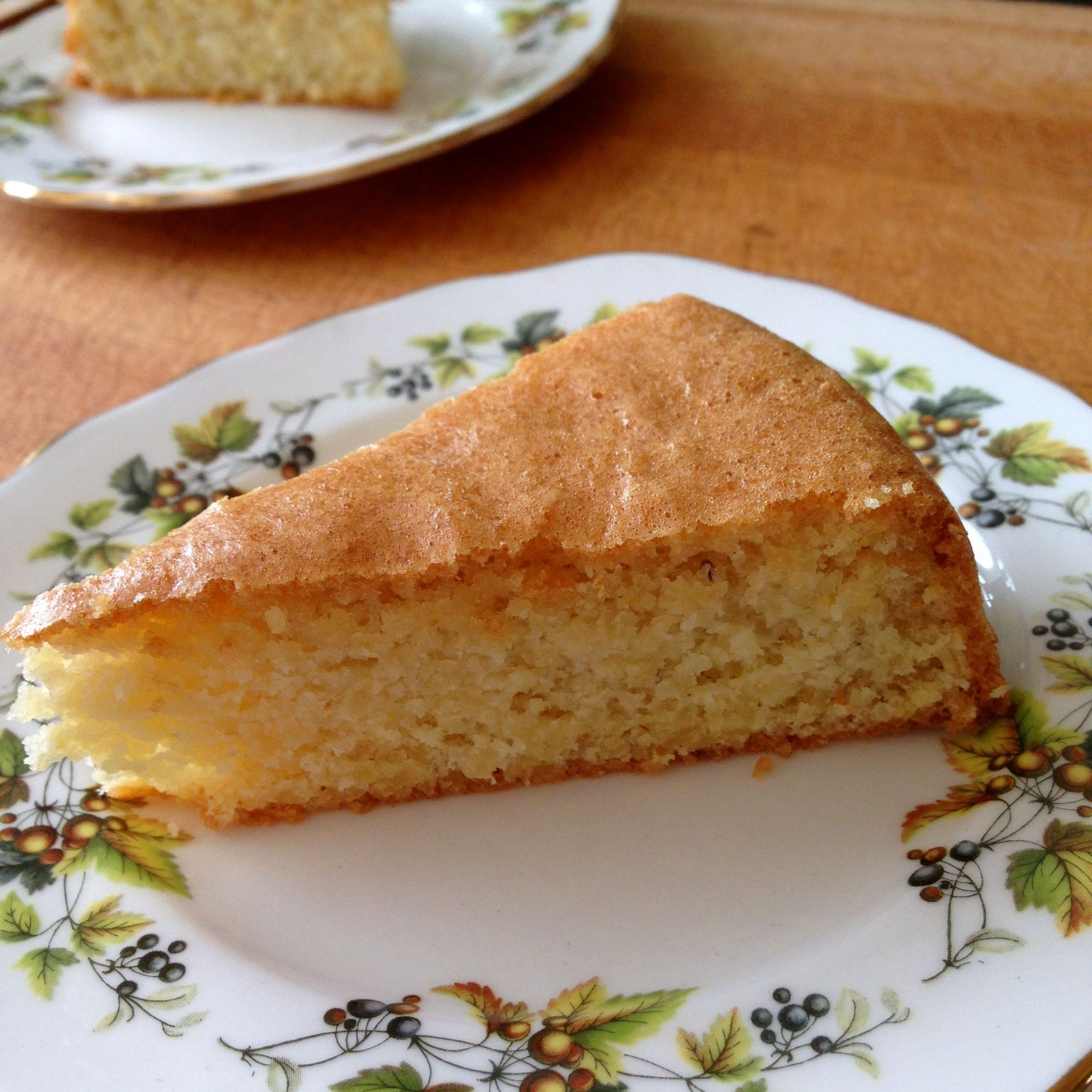 A delicious sugar-free and gluten-free lemon and almond cake that ...