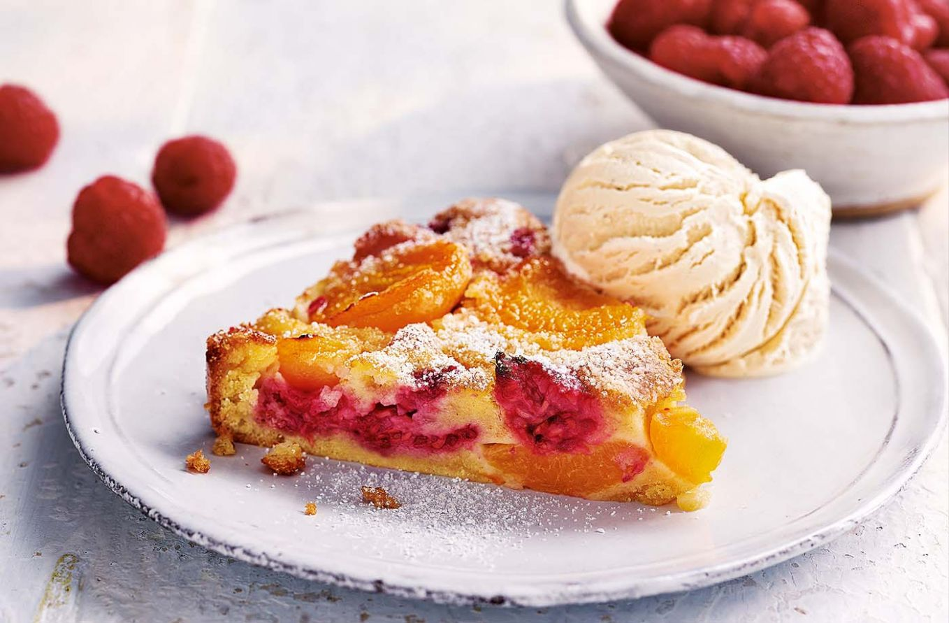 Apricot and raspberry clafoutis - Recipes Summer Desserts