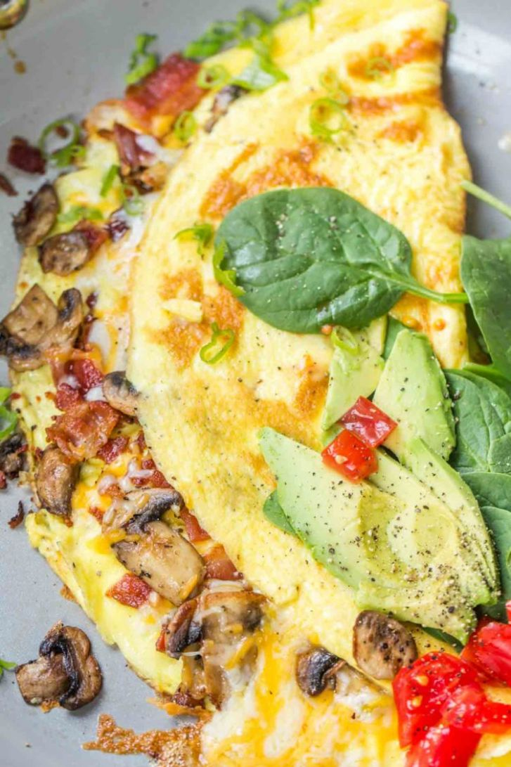 Bacon Mushroom Omelet with Cheese - Valentina's Corner
