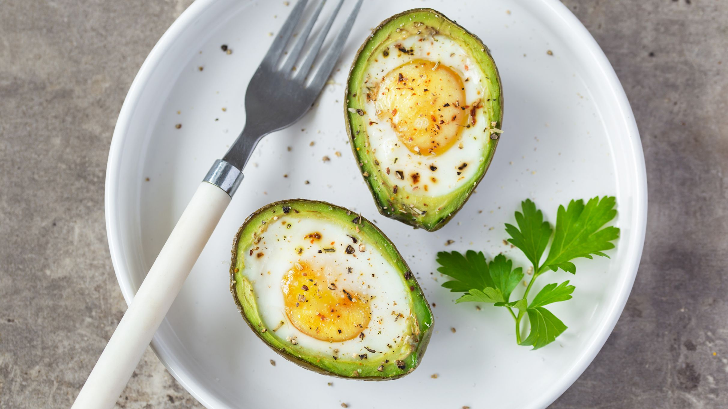 Baked Eggs in Avocado - Recipes Egg Avocado