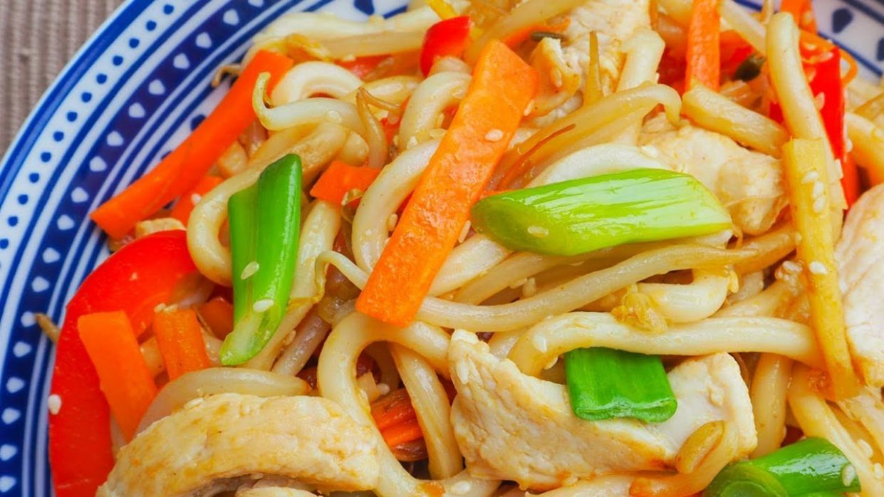 Chicken Udon Noodles with Ginger and Sesame Seeds - Recipe Chicken Udon Ginger