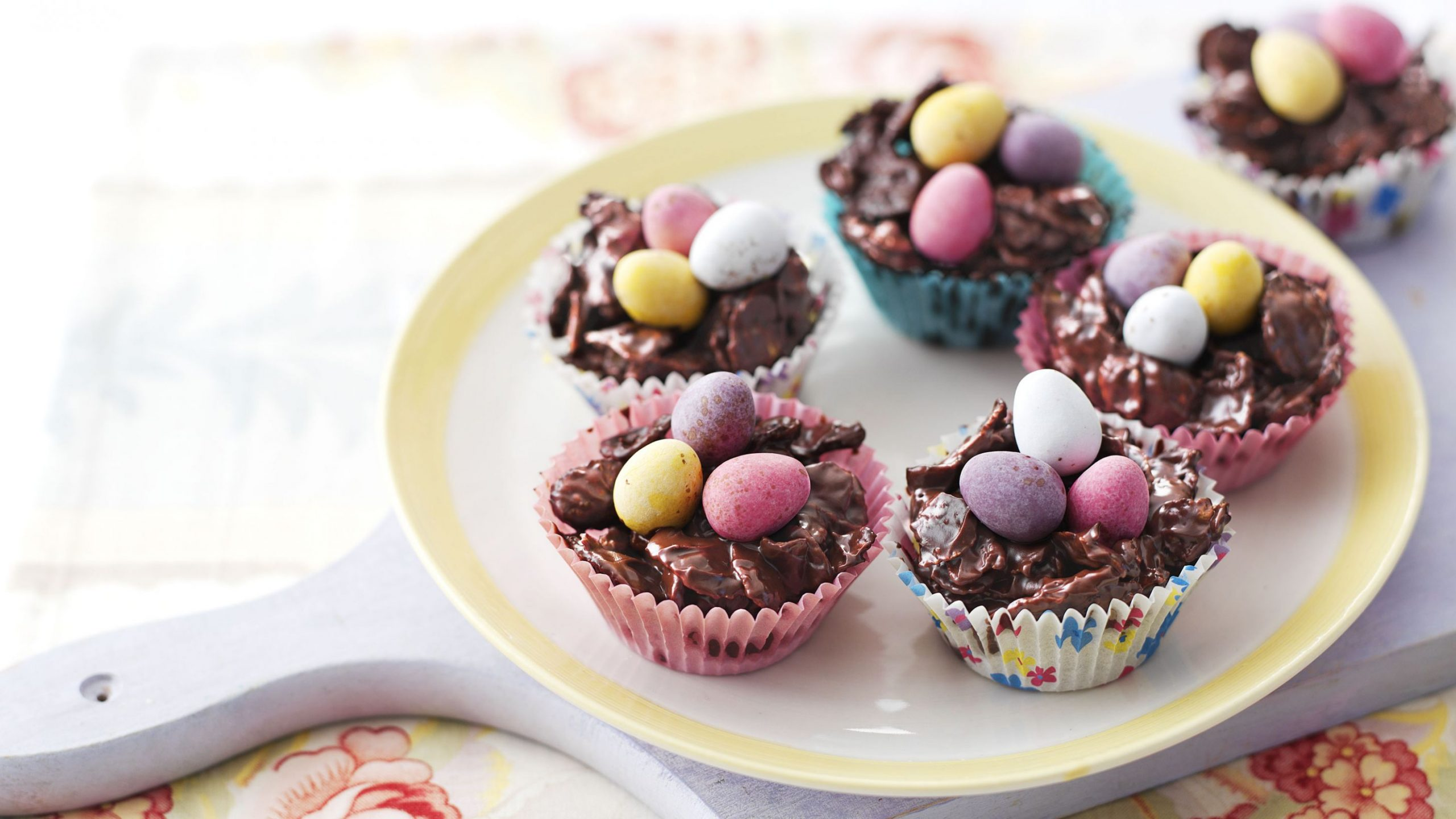 Chocolate Easter egg nest cakes - Recipe Chocolate Easter Nests