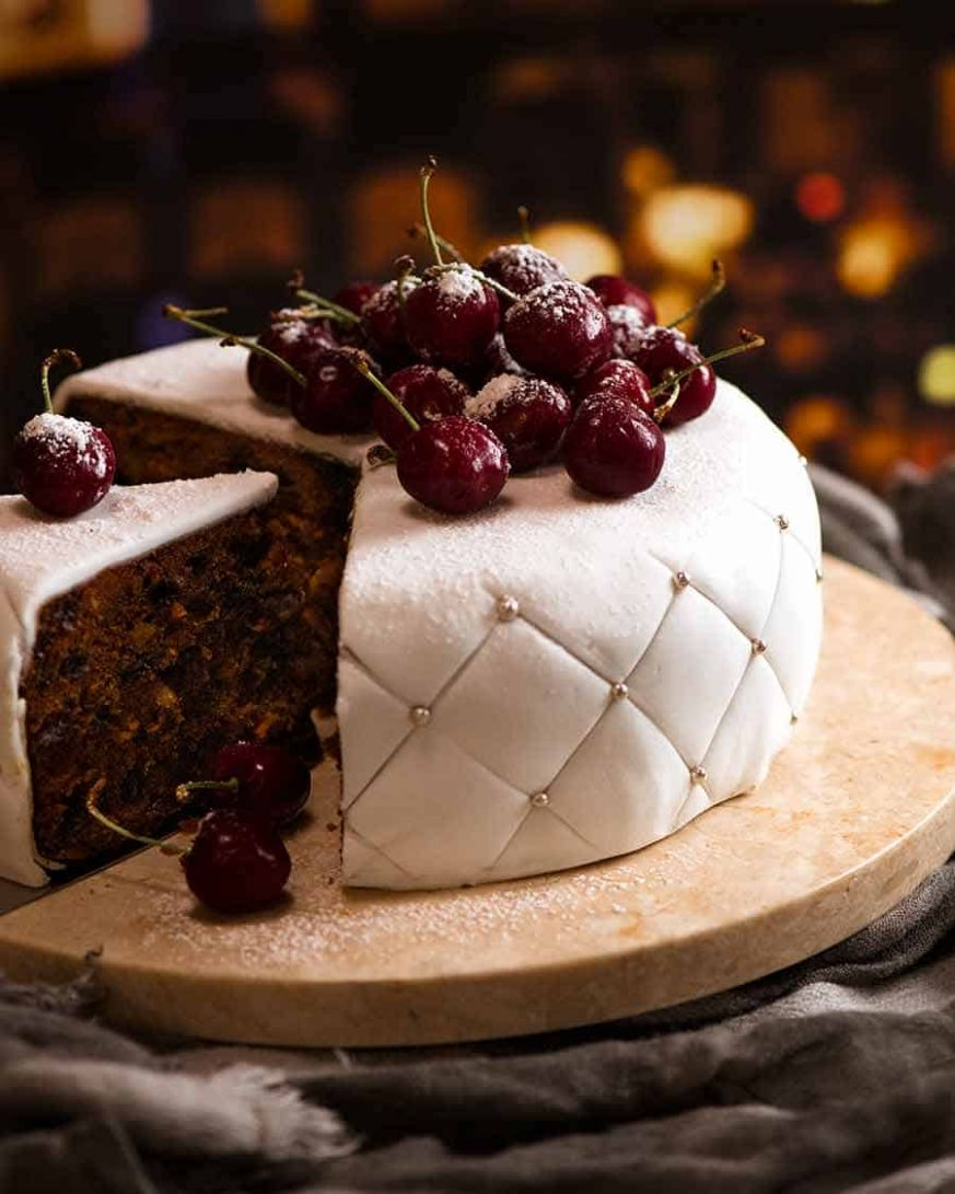 Christmas Cake - EASY moist fruit cake - Recipes Using Xmas Cake