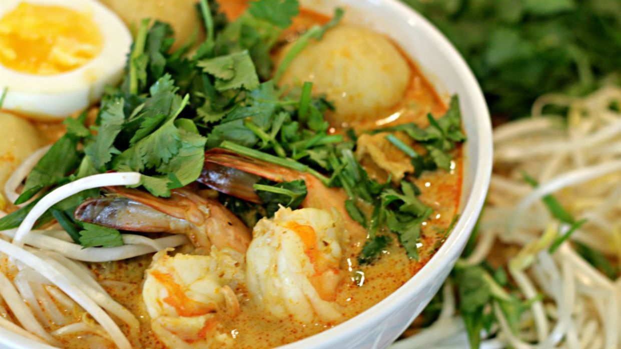 Coconut Curry Seafood Laksa Recipe | Malaysian Food - Recipe Fish Laksa