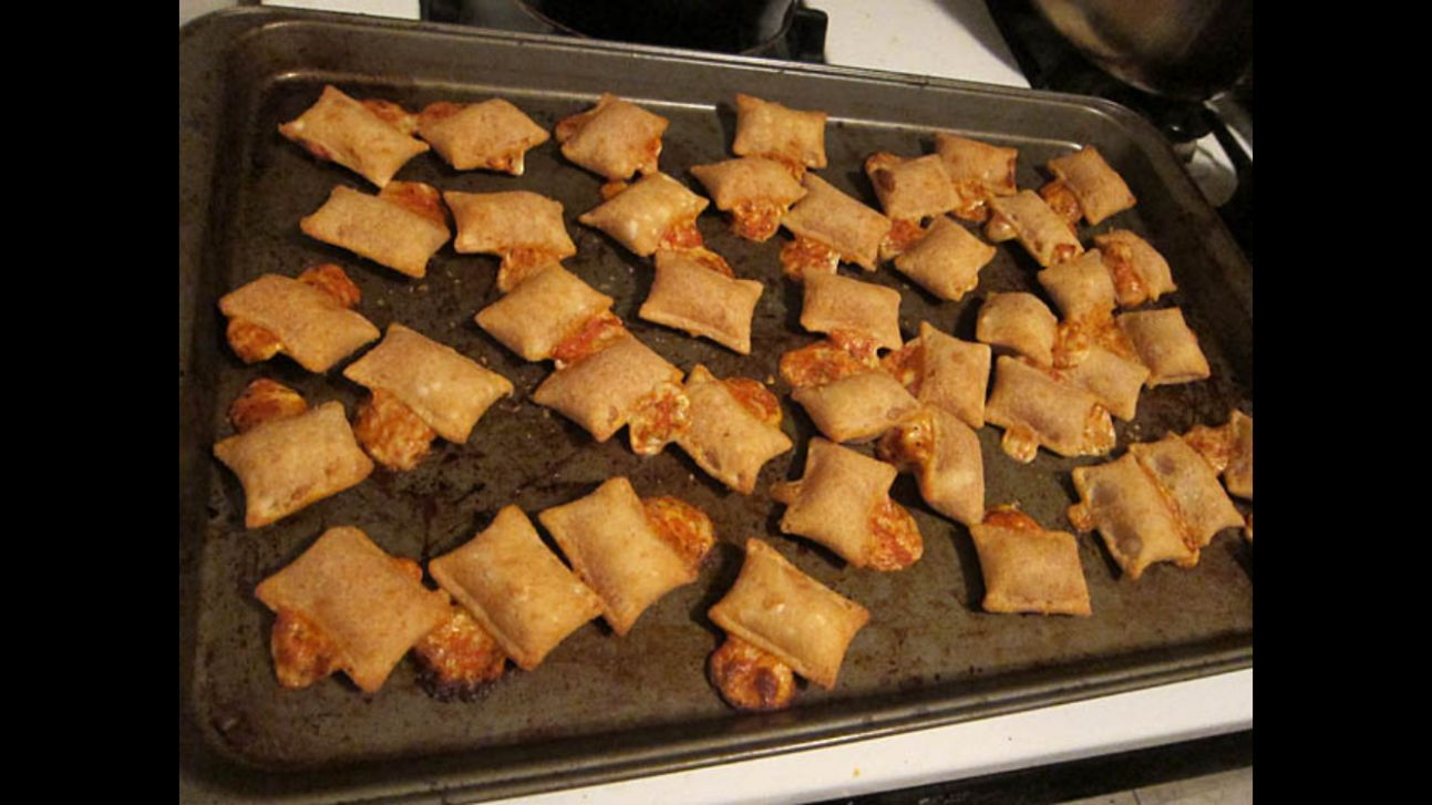 Cooking up some totinos pizza rolls - Album on Imgur