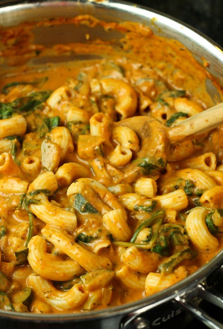 Creamy Chili Sauce with Zucchini, Spinach and Pasta - The Vegan 11 - Recipes Vegetarian Pasta Sauce