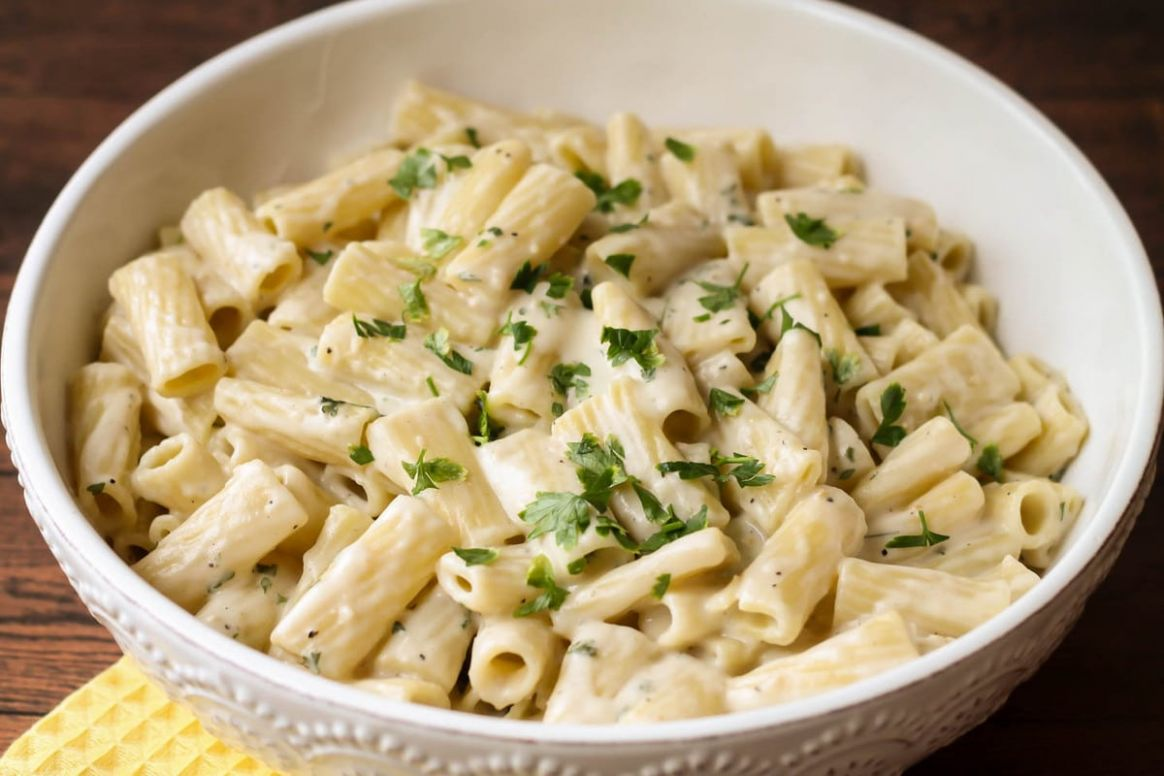 Creamy White Sauce Penne Pasta (+VIDEO) | Lil' Luna