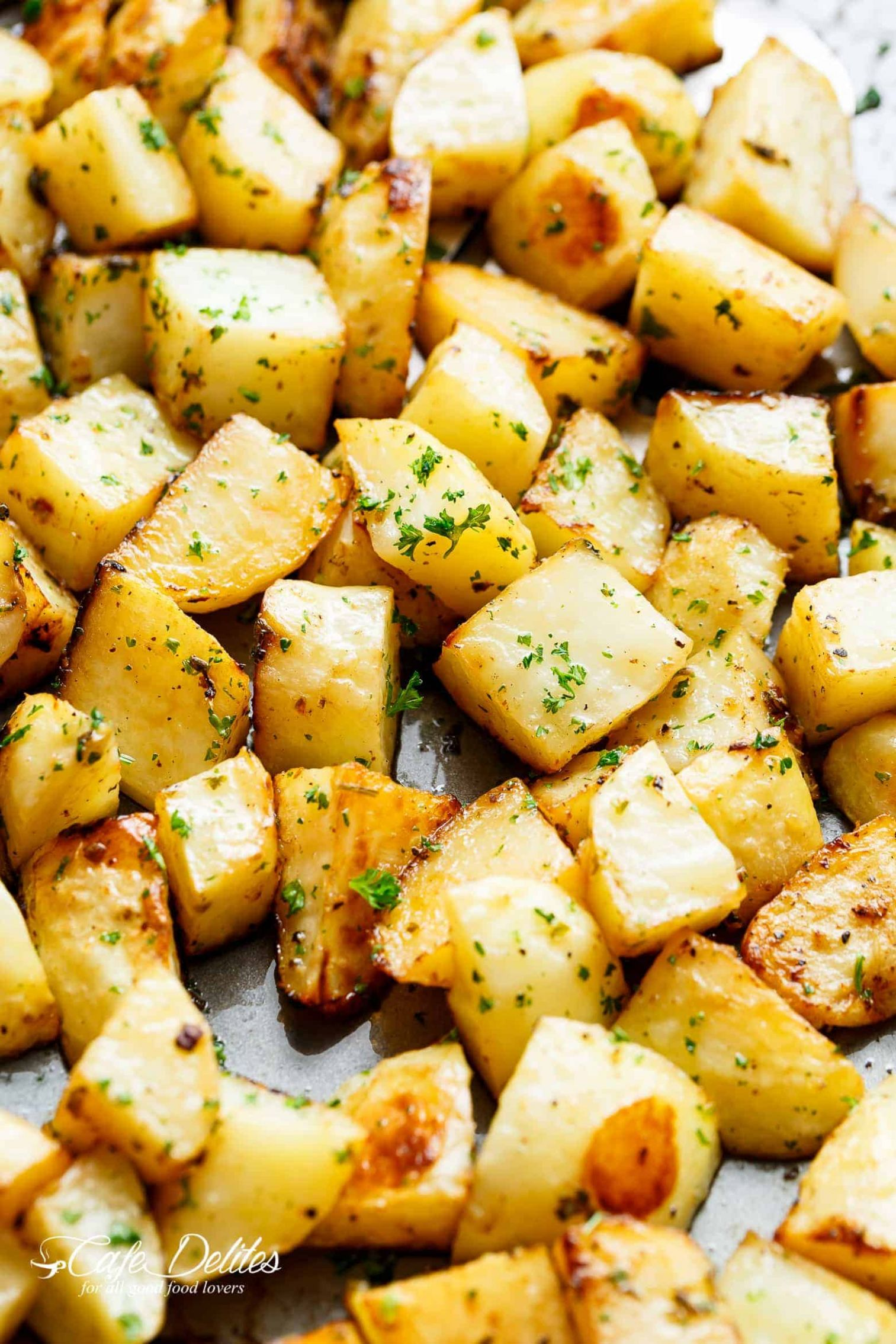 Crispy Garlic Roasted Potatoes - Cafe Delites
