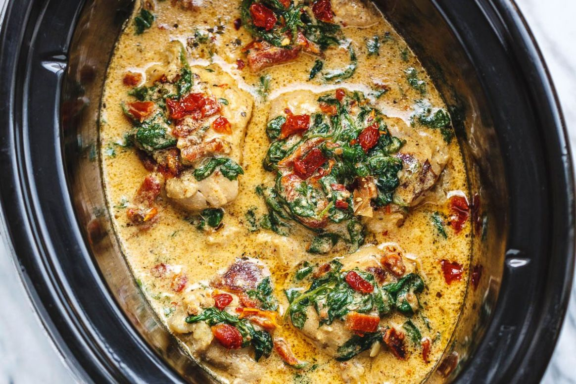 CrockPot Tuscan Garlic Chicken With Spinach and Sun-Dried Tomatoes - Recipes Chicken Thighs Crock Pot