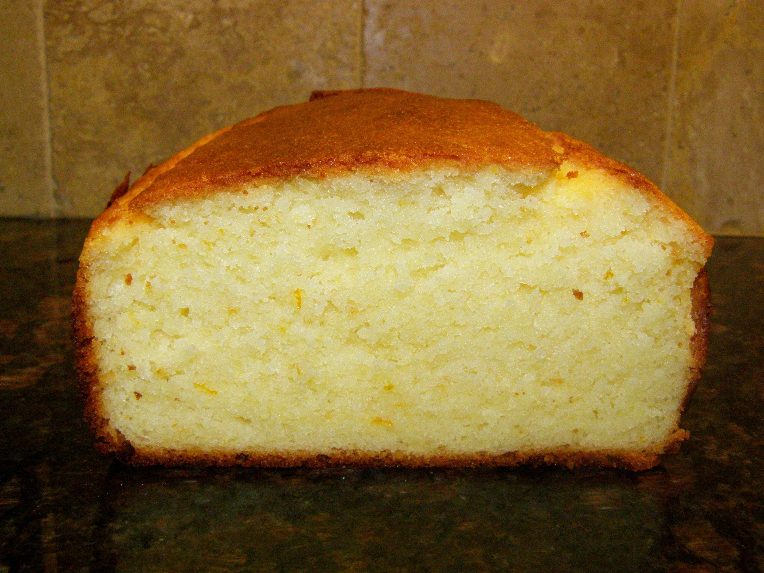 Easy moist pound cake with yogurt | The Cooking Frog's Blog
