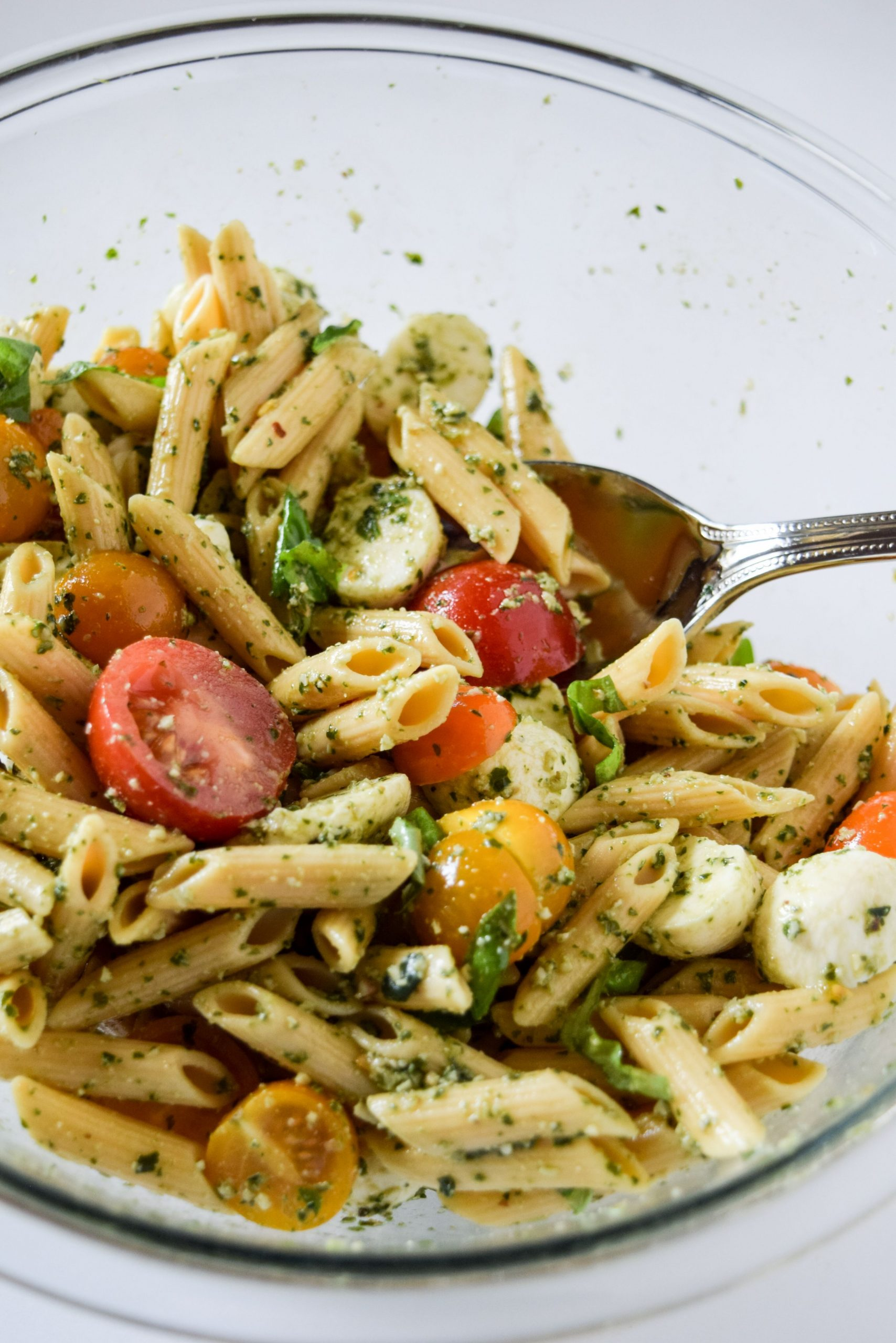Easy Pesto and Mozzarella Pasta Salad - Recipes Pasta Mozzarella