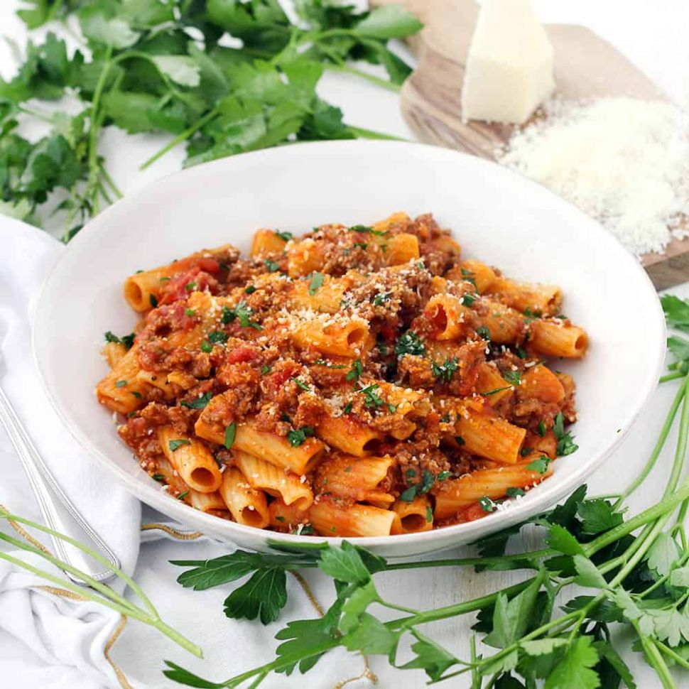 Five-Ingredient Pasta with Bolognese Sauce - Recipes Pasta Bolognese