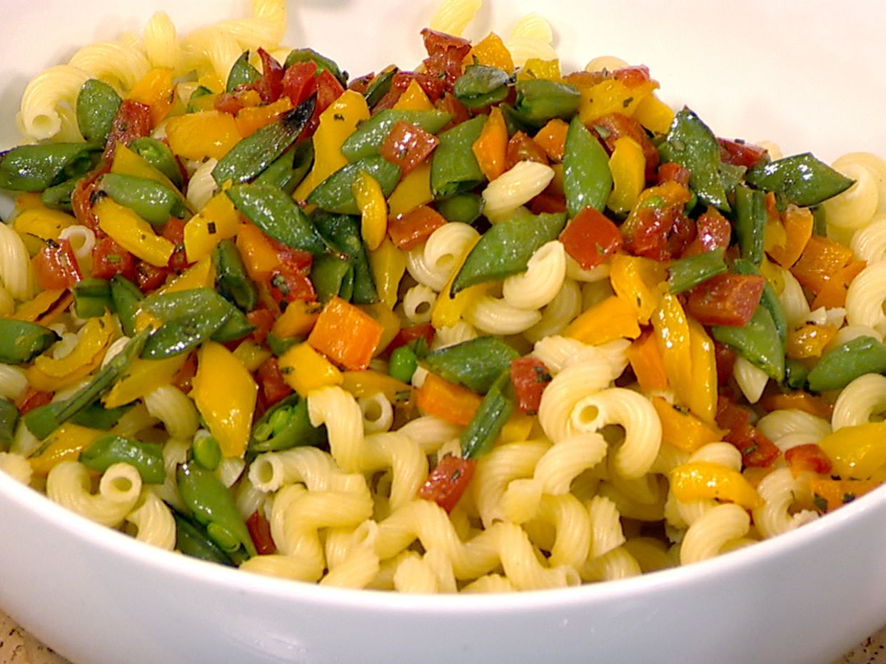 Giada cooks up a light pasta with summer veggies - Summer Recipes Giada