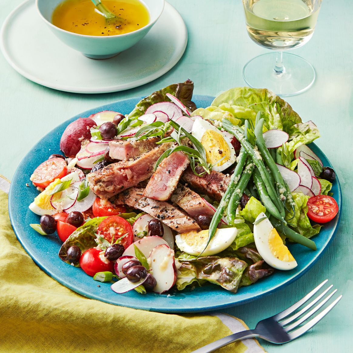 Grilled Tuna Nicoise Salad with Anchovy Dressing - Recipes Salad Nicoise
