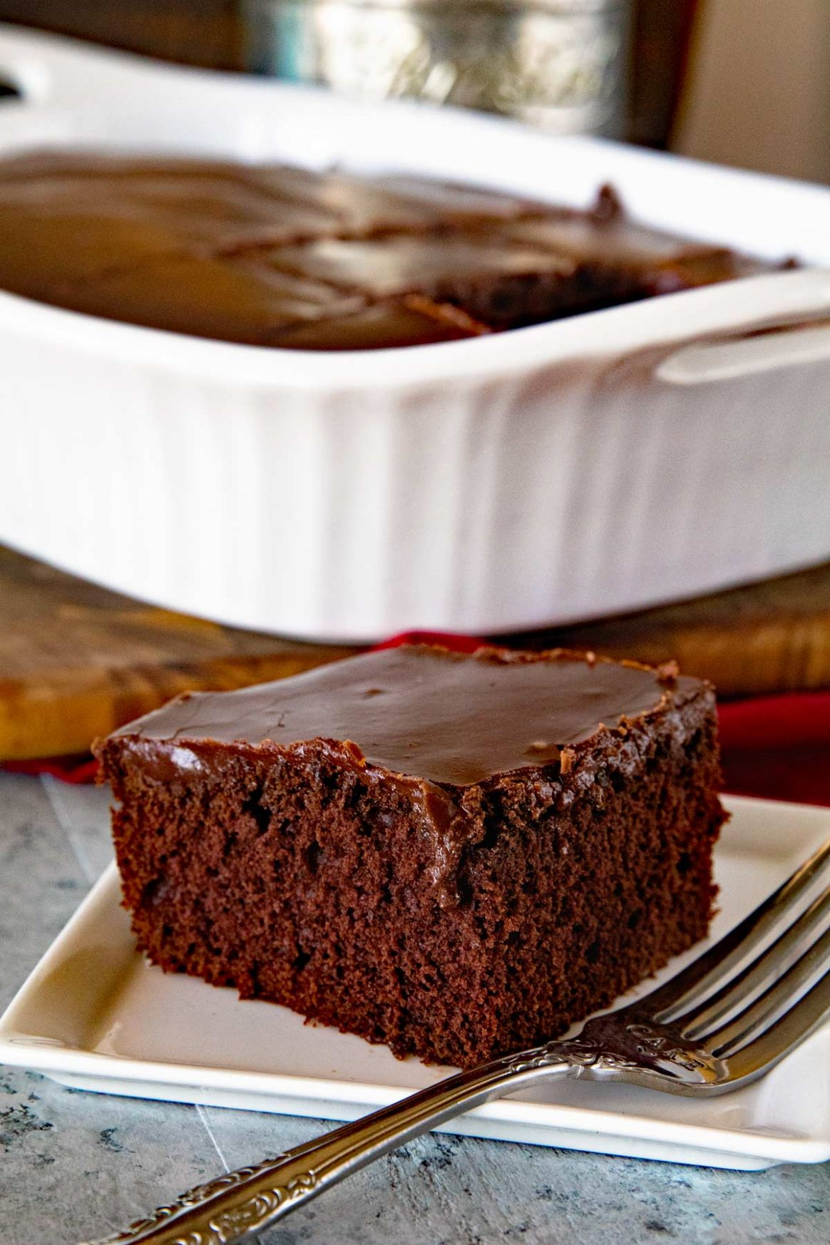Homemade Chocolate Cake with Chocolate Frosting - Recipes Chocolate Easy