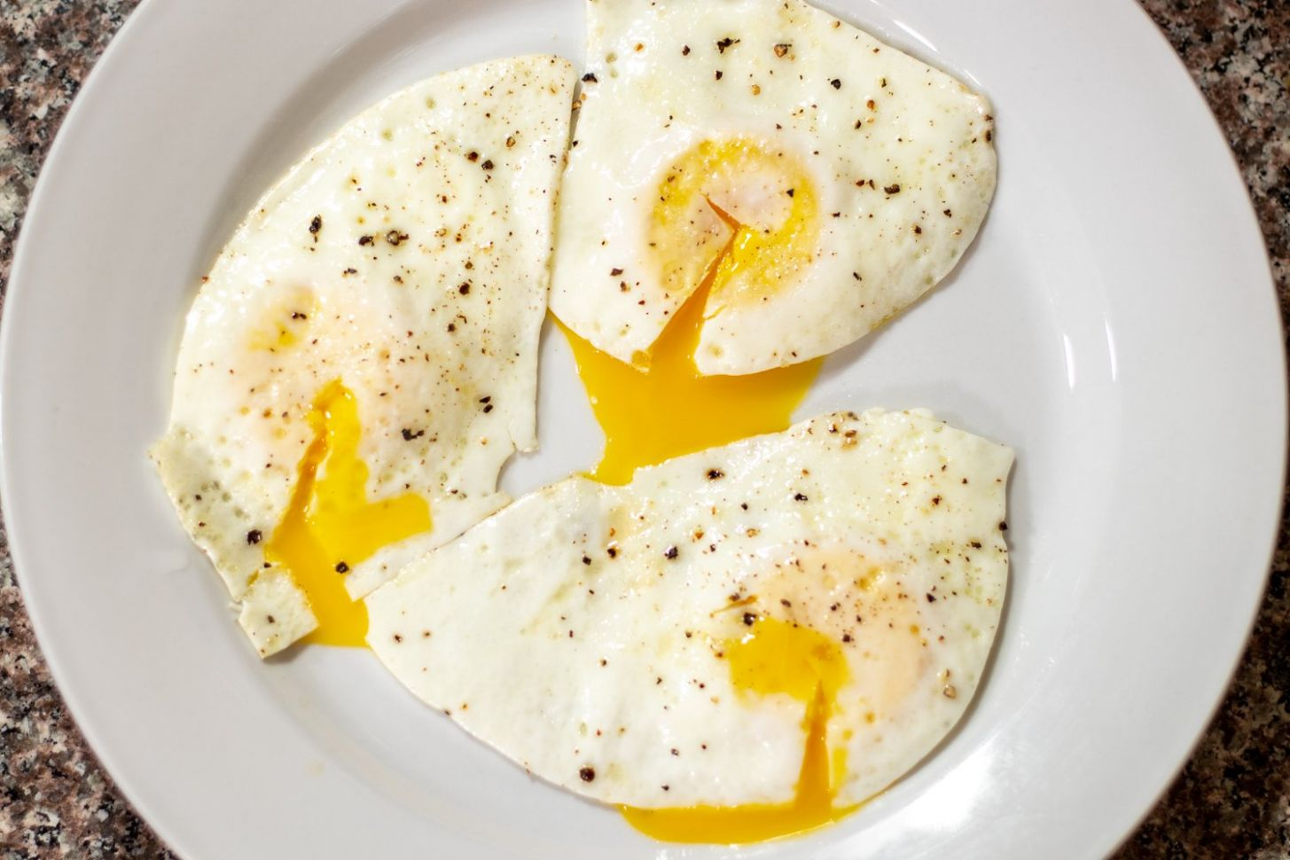 How to Cook an Over-Easy Egg with Video Tutorial | Cleaver Cooking