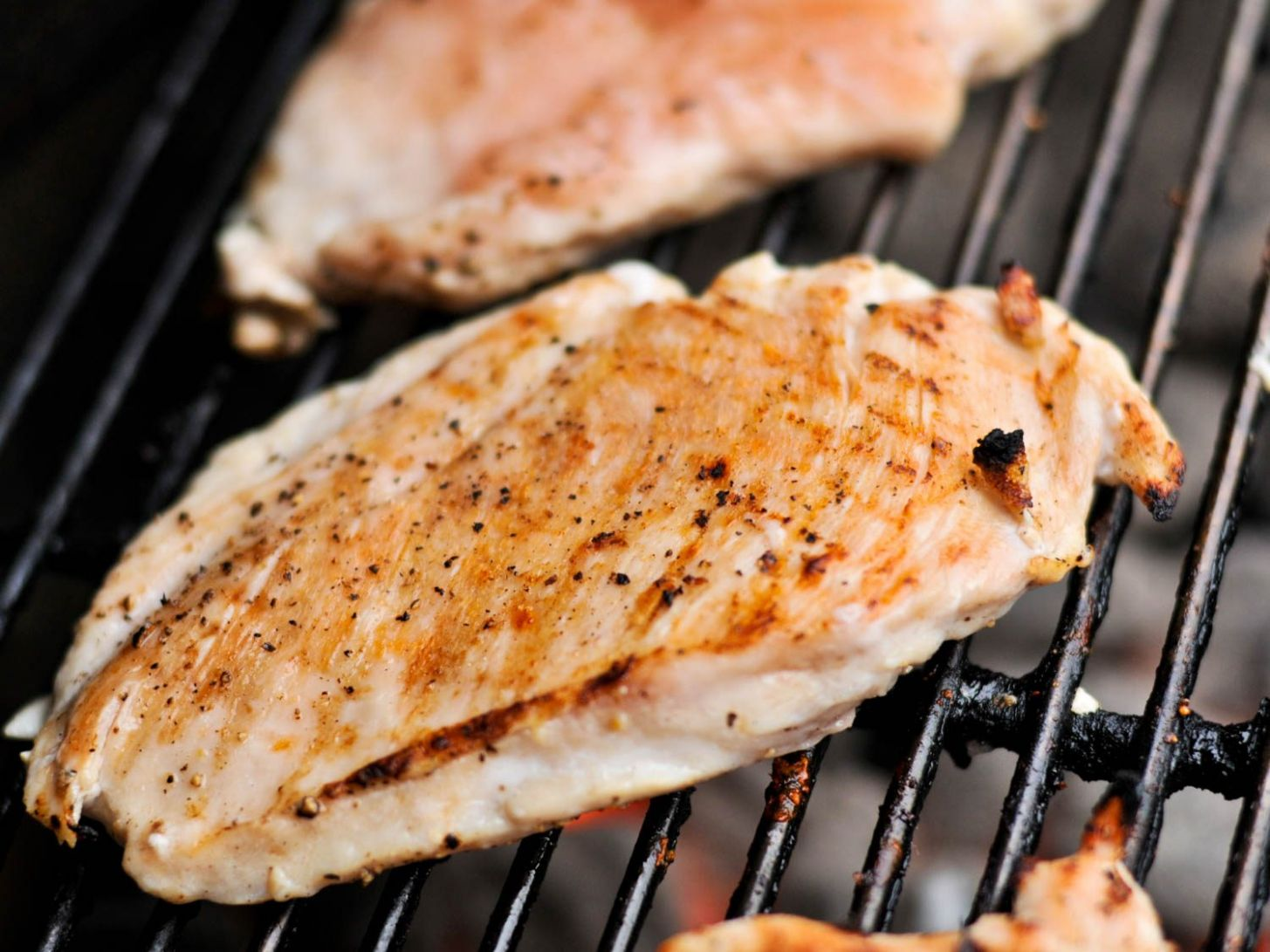 How to Grill the Juiciest Boneless, Skinless Chicken Breasts ...