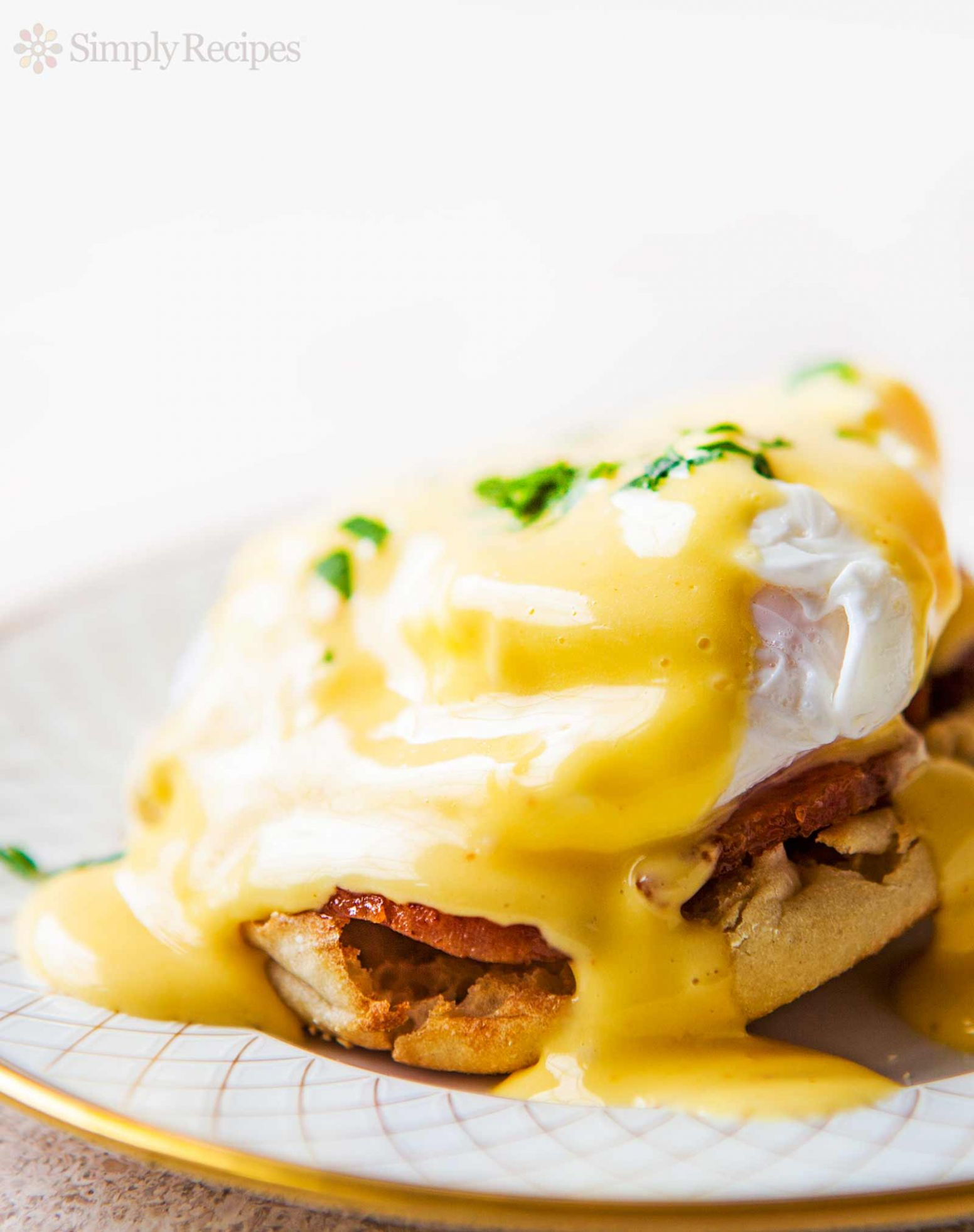 How to Make Eggs Benedict - Recipes Egg Benedict