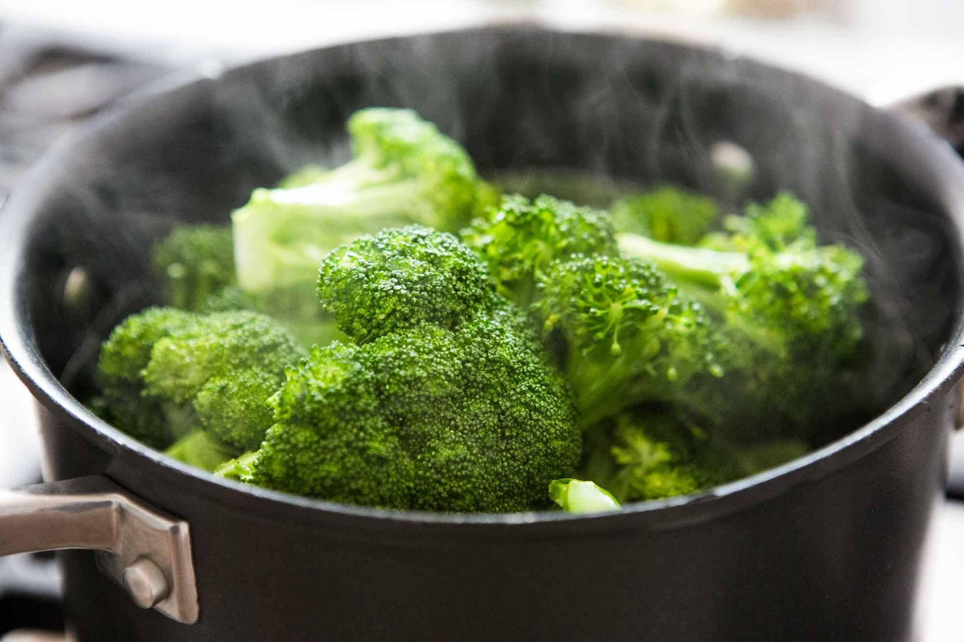How to Steam Broccoli Perfectly Every Time - Recipes Cooking Broccoli