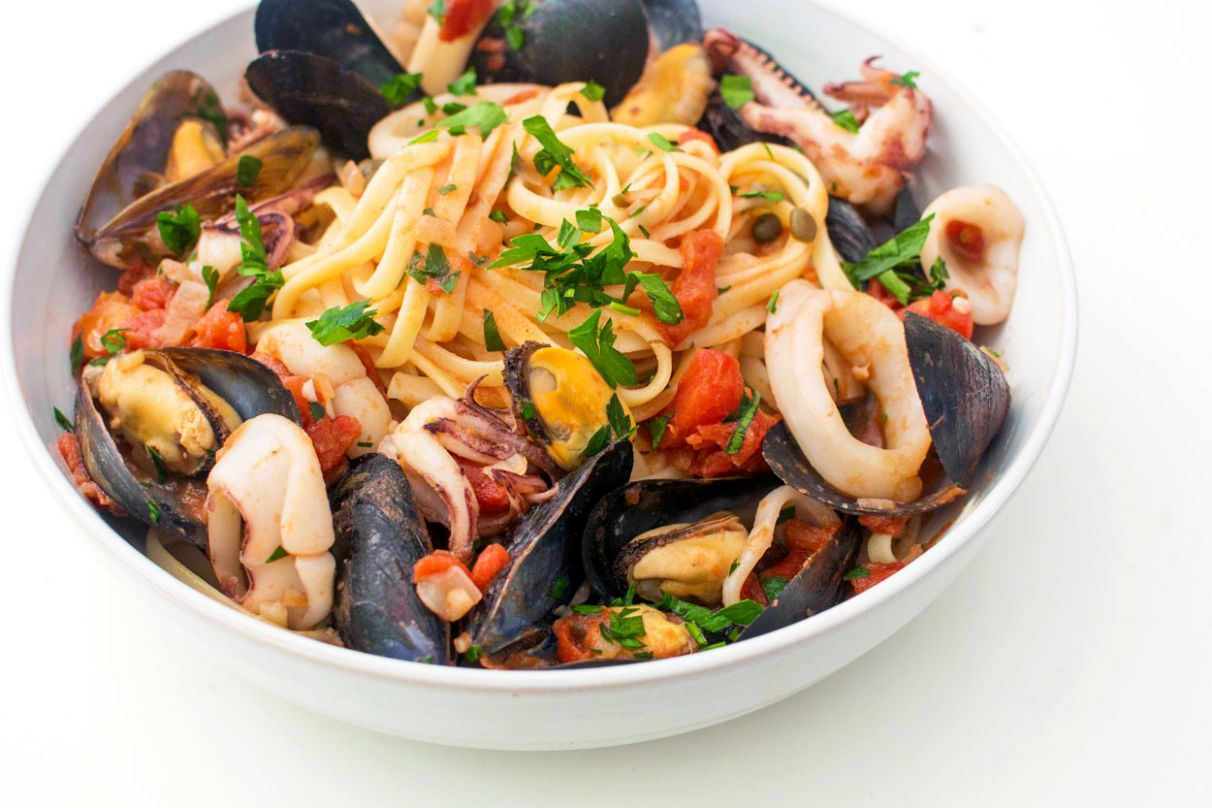 Italian Seafood Pasta with Mussels & Calamari - Recipes Fish Pasta