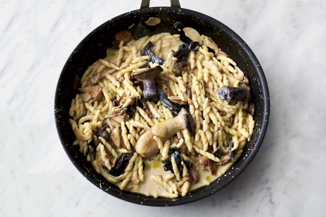 Jamie Oliver's 11-ingredient Garlic Mushroom Pasta