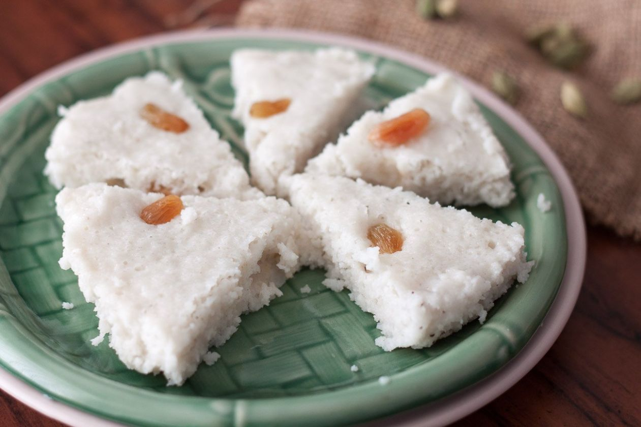 Kerala Style Vattayapam Recipe (Steamed Coconut Rice Cakes Recipe)