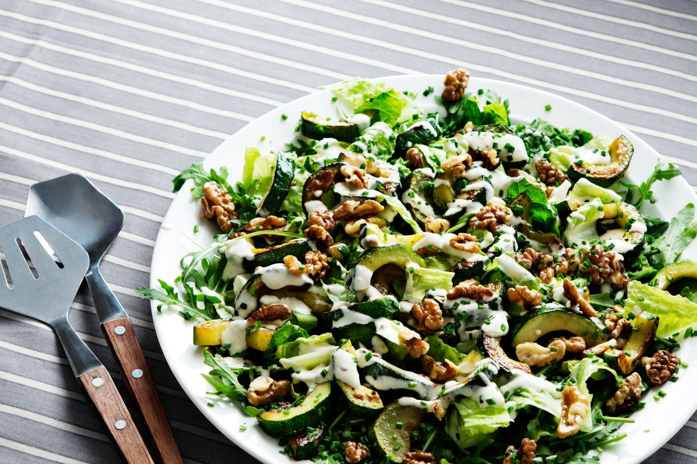 Low-carb zucchini and walnut salad - Salad Recipes Low Carb