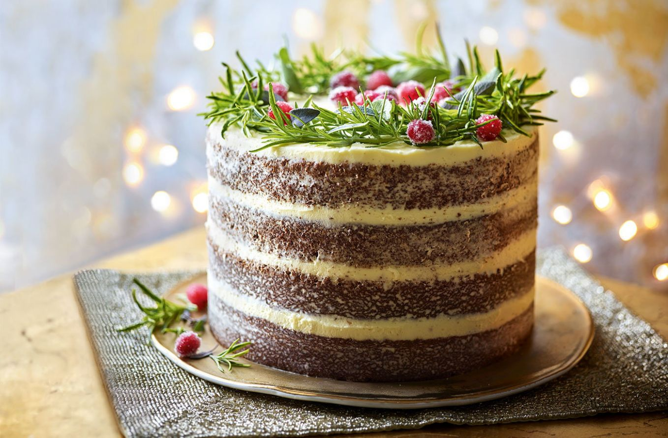 Naked gingerbread wreath cake