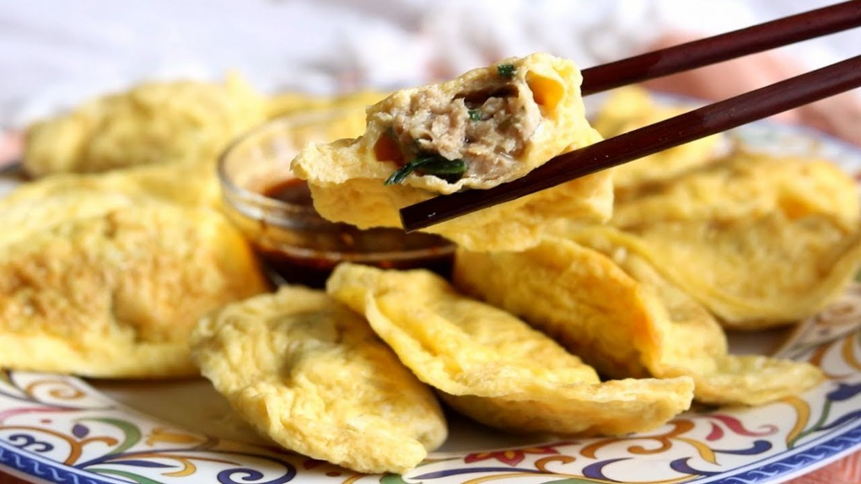 NO DOUGH DUMPLINGS! Egg Wrapped Dumplings with Pork and Spinach filling