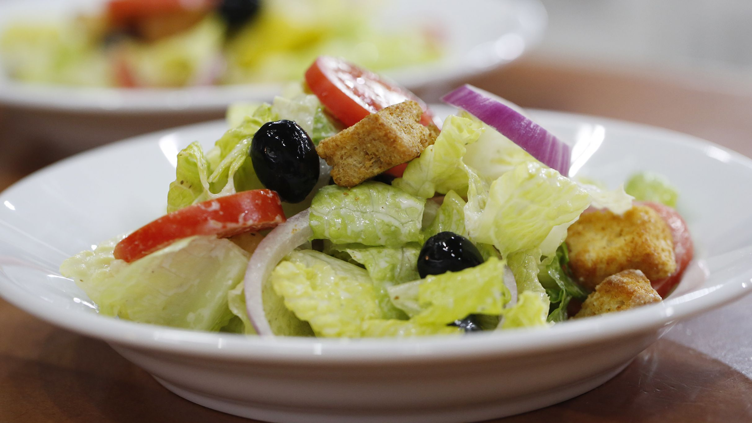 Olive Garden-Style Salad with Creamy Italian Dressing - Salad Recipes And Dressings