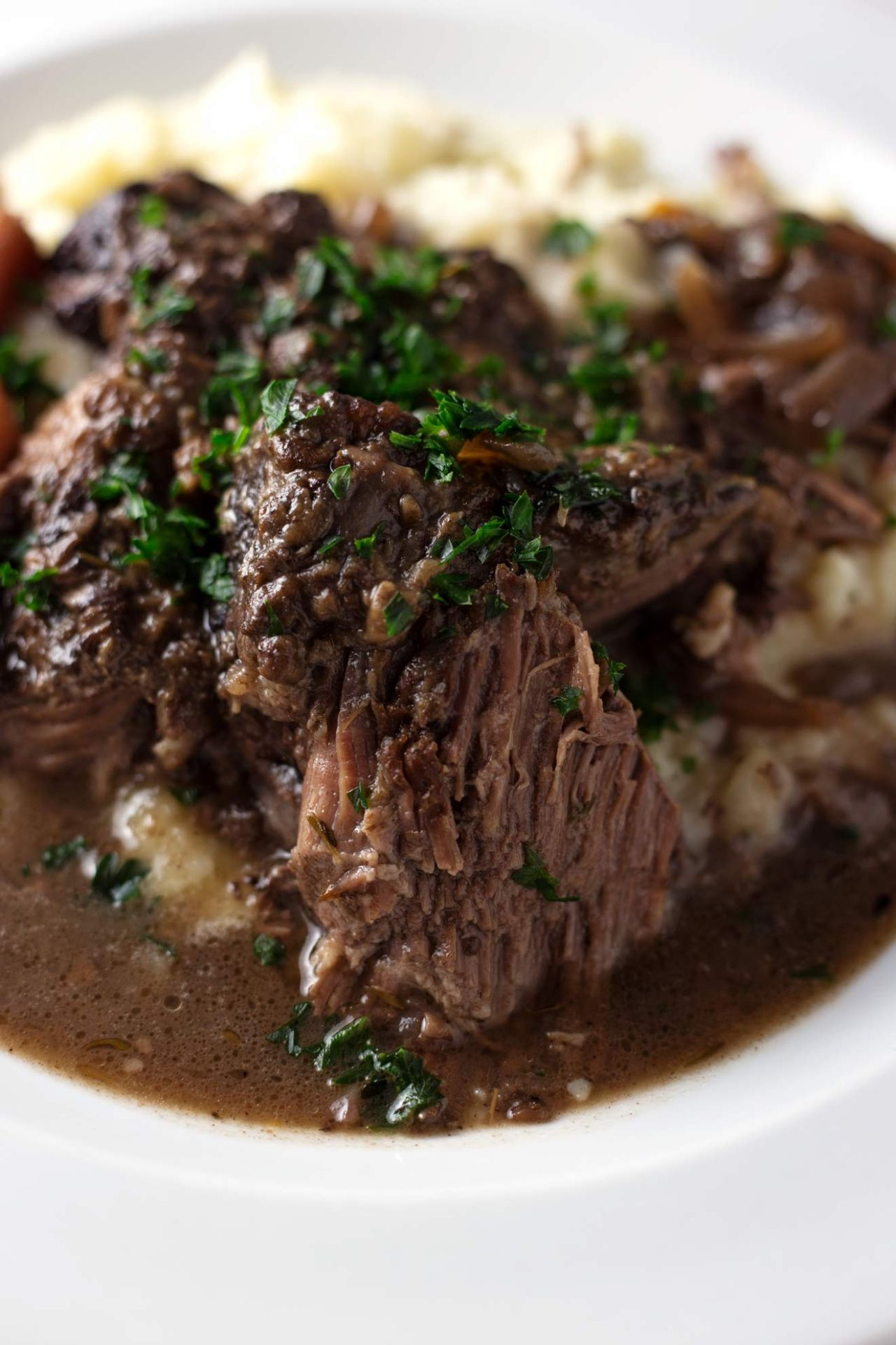 One Pot Red Wine Braised Beef Roast with Carrots, Onions, and Garlic - Recipes Beef In Red Wine
