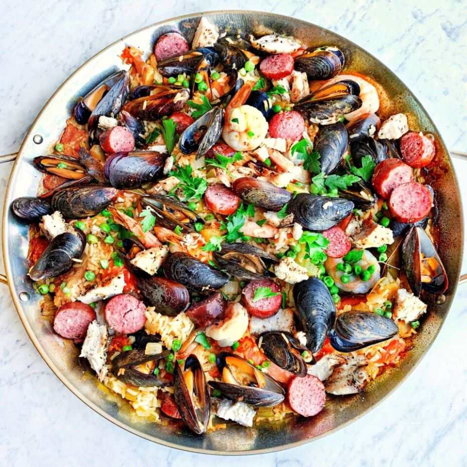Paella made in the Big Green Egg - Recipes Green Egg