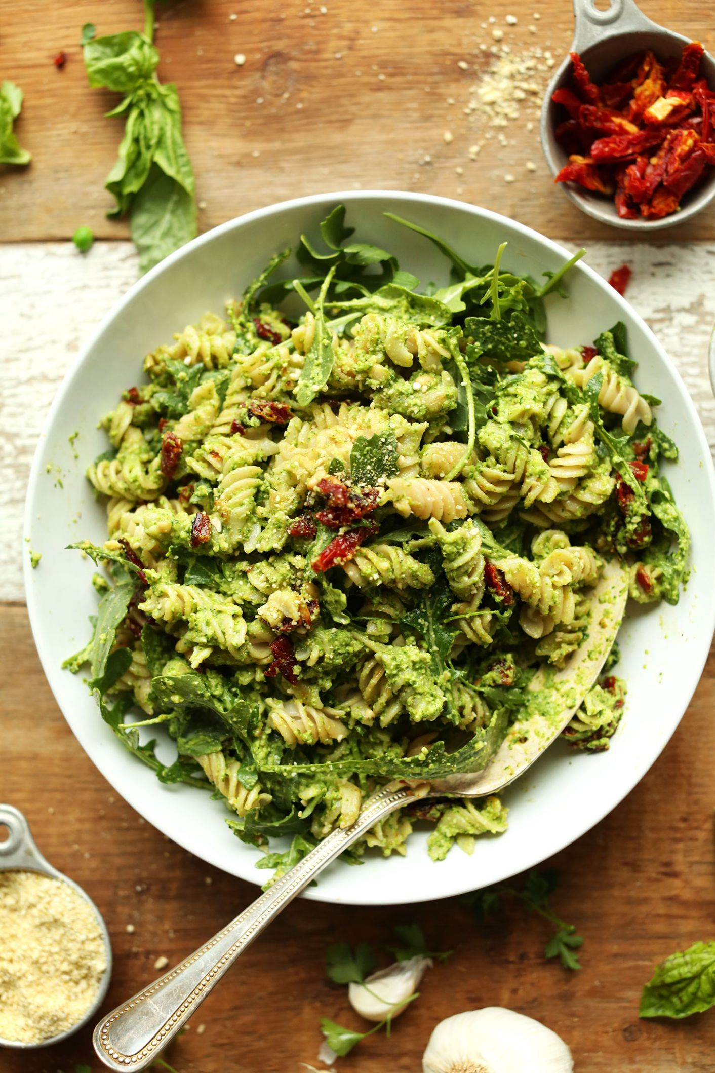 Pea Pesto Pasta with Sun-Dried Tomatoes & Arugula (Vegan + GF) - Recipes Pasta Pesto