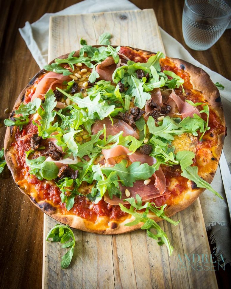 Pizza Italian de luxe with parmaham, arugula and pine nuts - Pizza Recipes Italian