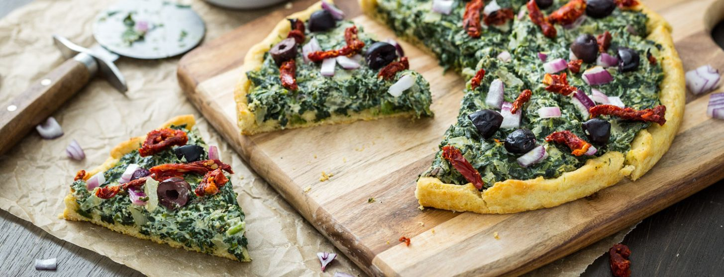 Pizza with Creamed Spinach, Sun-Dried Tomatoes, Red Onion, and Olives - Recipes Pizza With Spinach