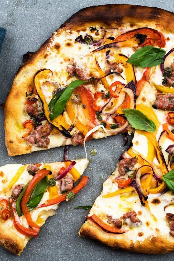Pizza With Sweet and Hot Peppers | Rezept | Einfache gerichte ..