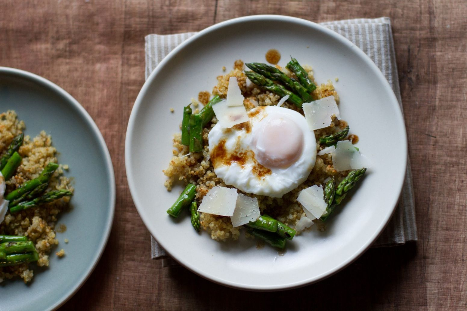 Poached Egg With Crunchy Quinoa And Brown Butter Asparagus - Recipe Quinoa Egg