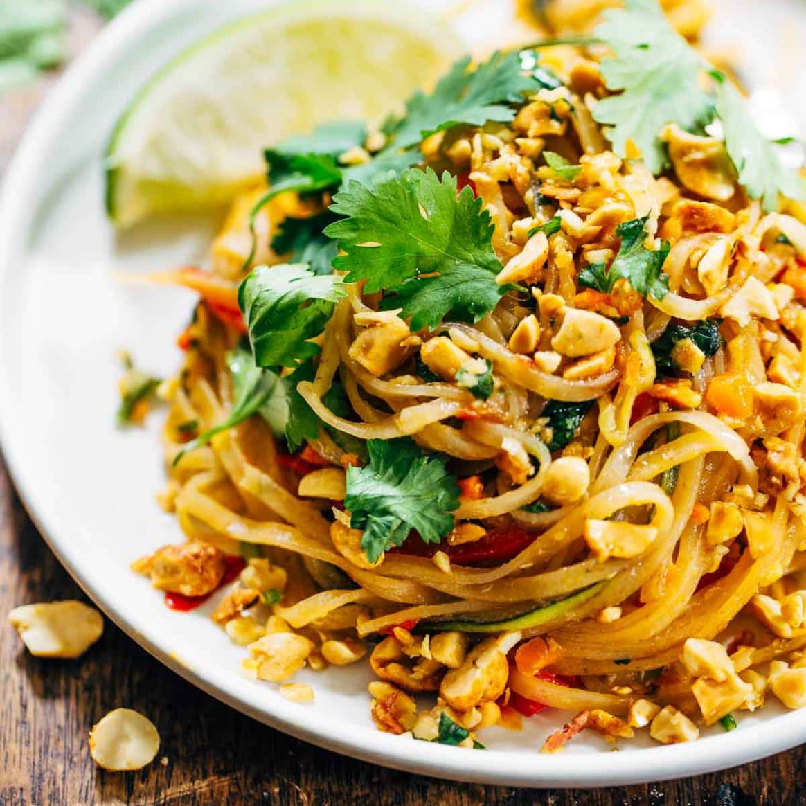 Rainbow Vegetarian Pad Thai with Peanuts and Basil - Recipes Vegetable Noodles
