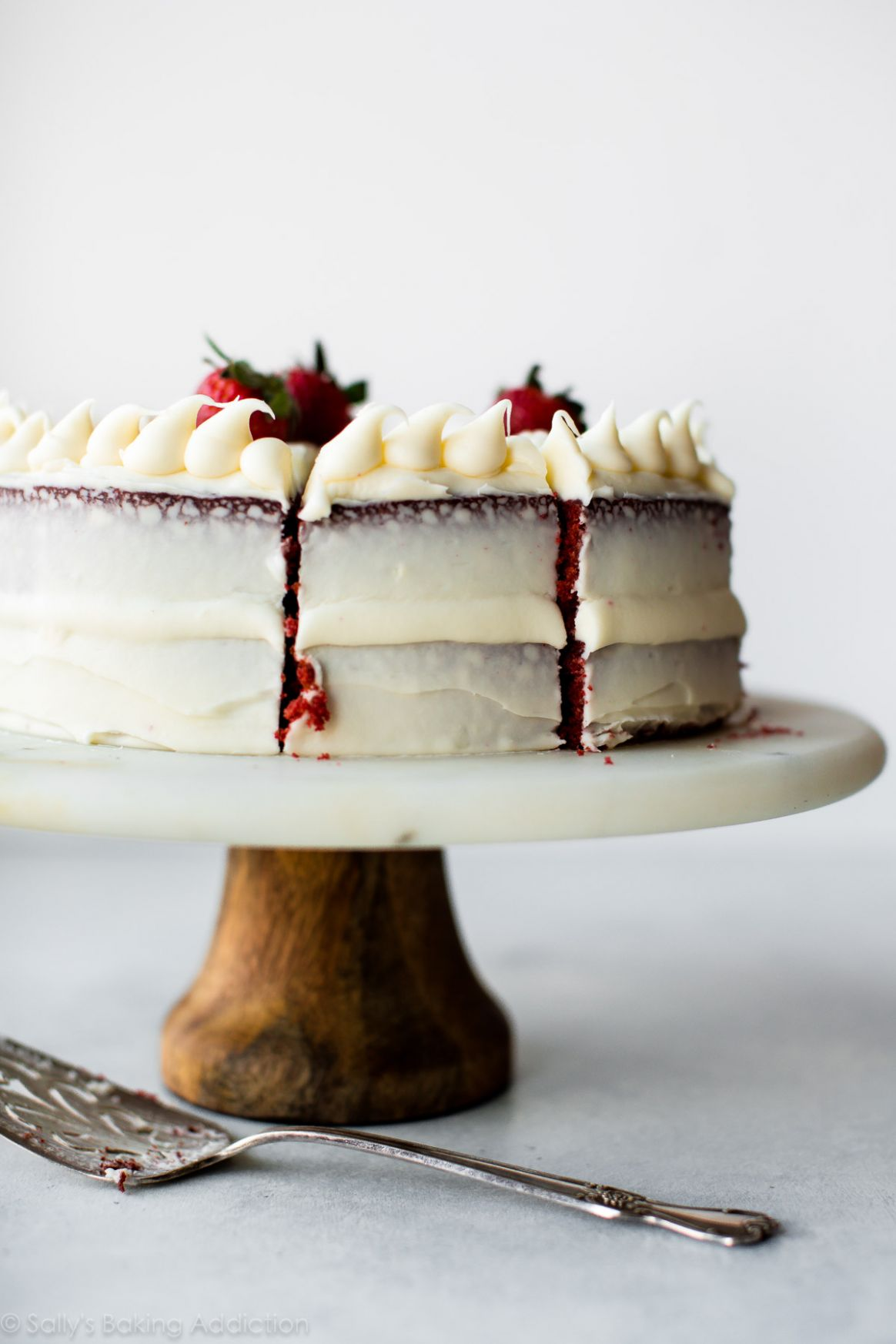 Red Velvet Cake with Cream Cheese Frosting - Cake Recipes Blog