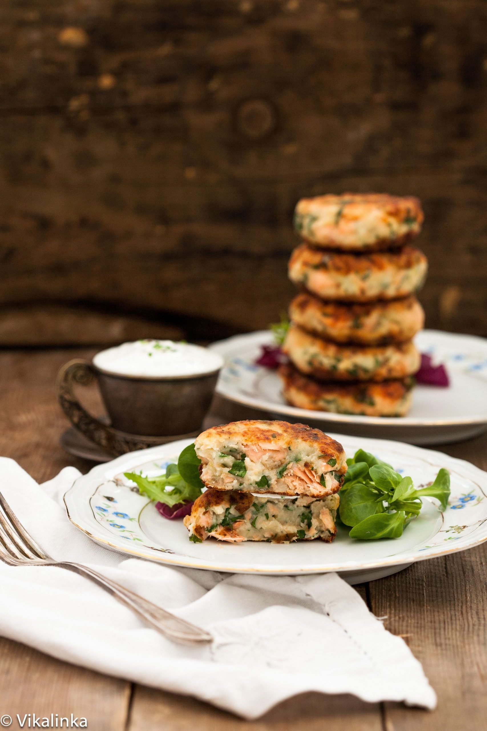 Salmon Cakes with Chive and Garlic & Chive Greek Yogurt Sauce ...