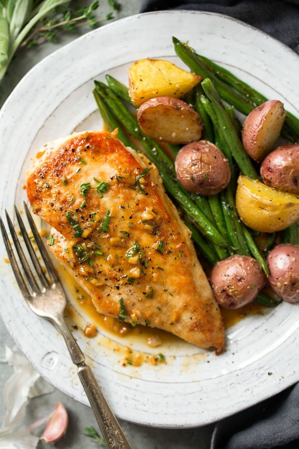 Skillet Chicken with Garlic Herb Butter Sauce - Recipes Chicken Breast Stovetop