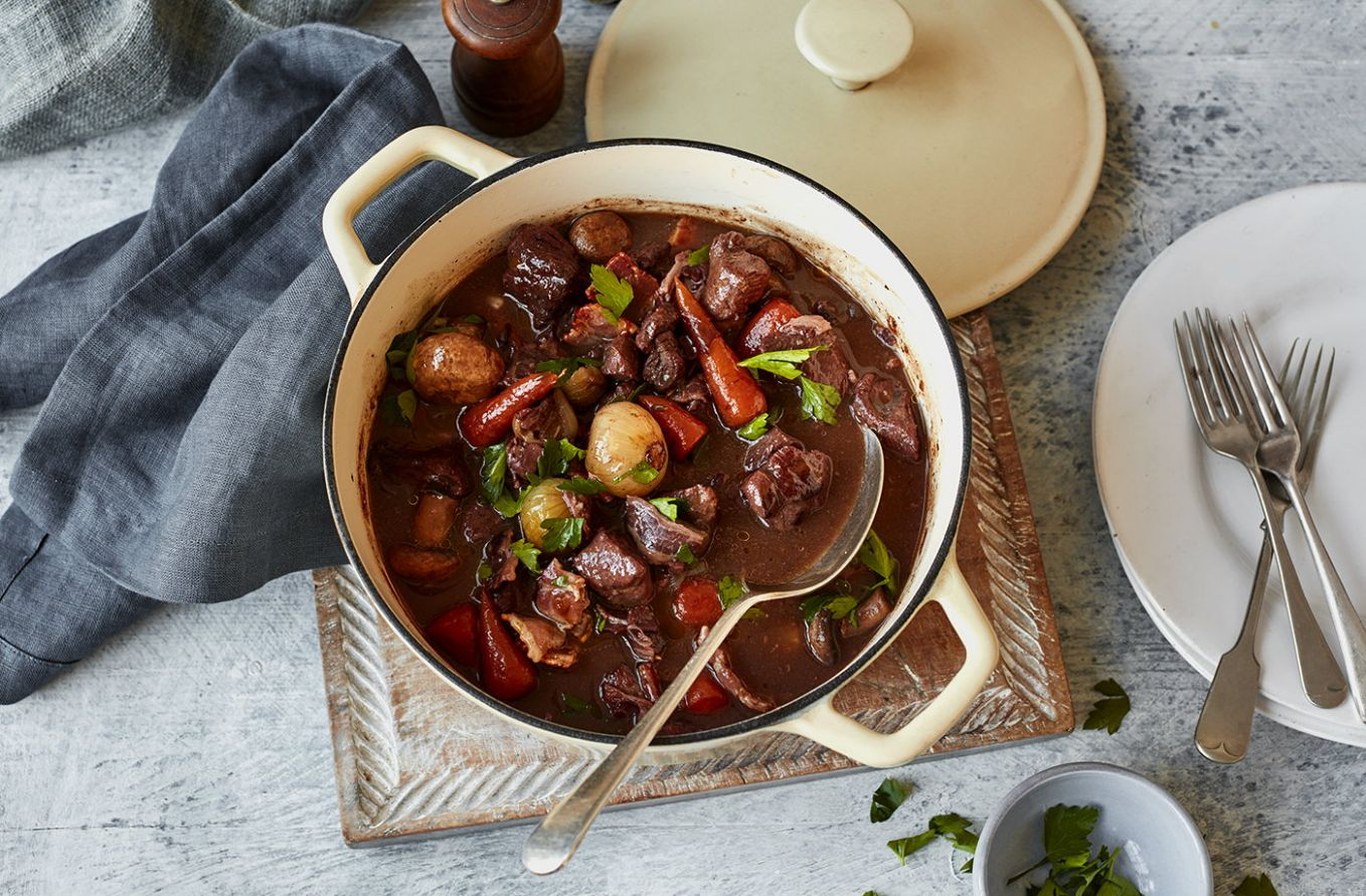Slow-braised beef in red wine - Recipes Diced Beef