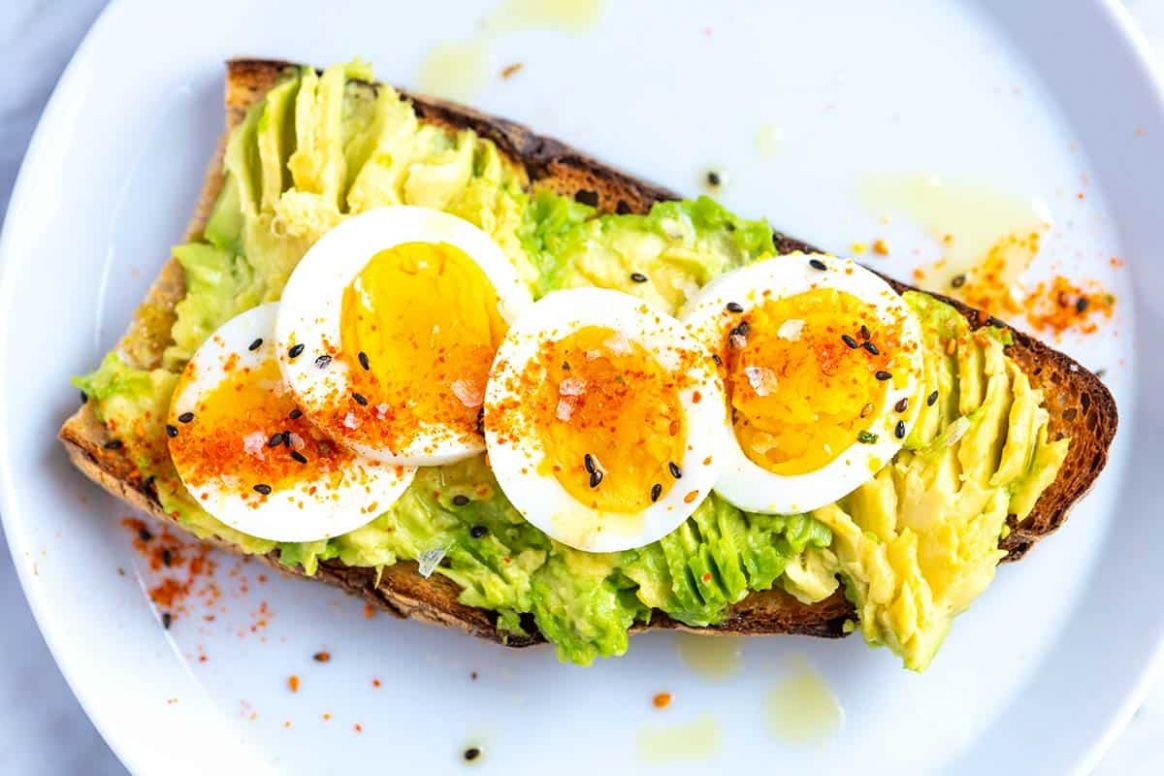 Smashed Avocado Toast with Egg - Recipes Egg Avocado