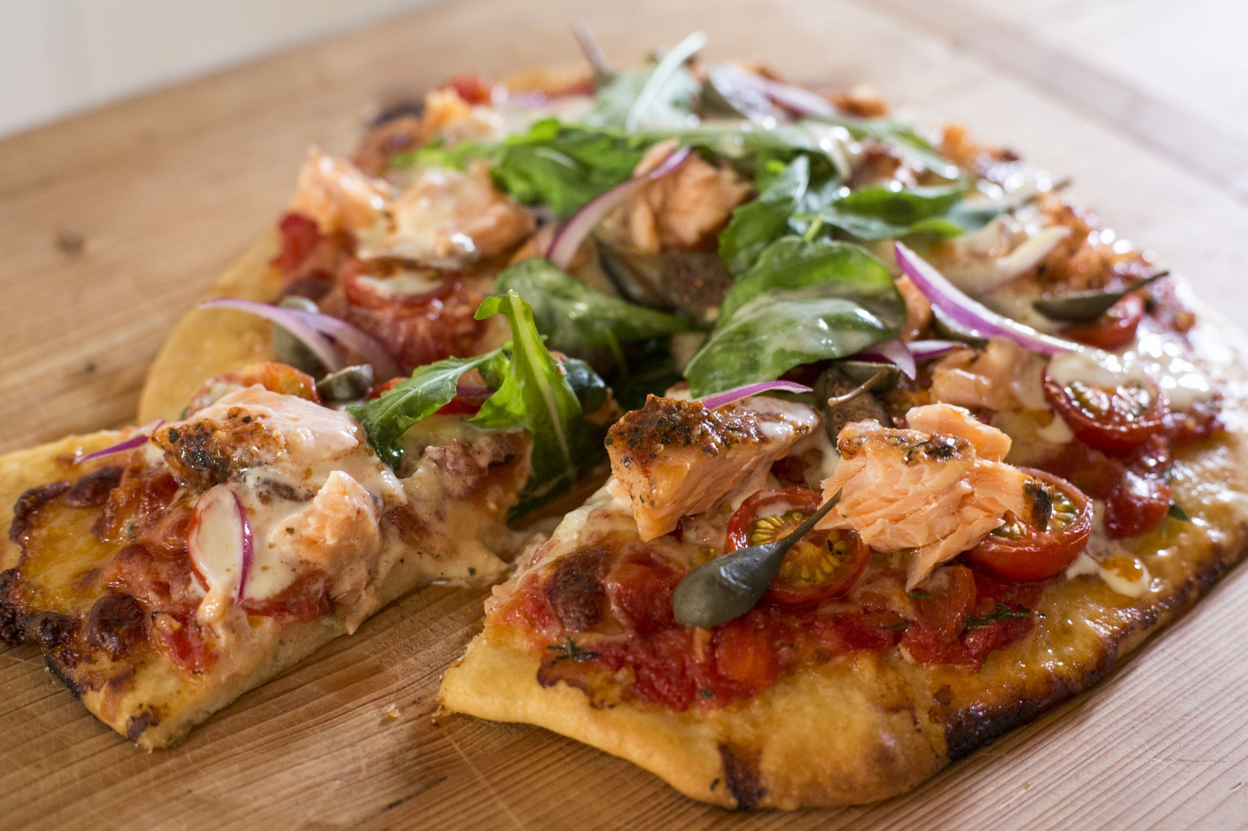 Smoked salmon pizza with tomato, rocket, capers and lemon creme - Pizza Recipes Nz