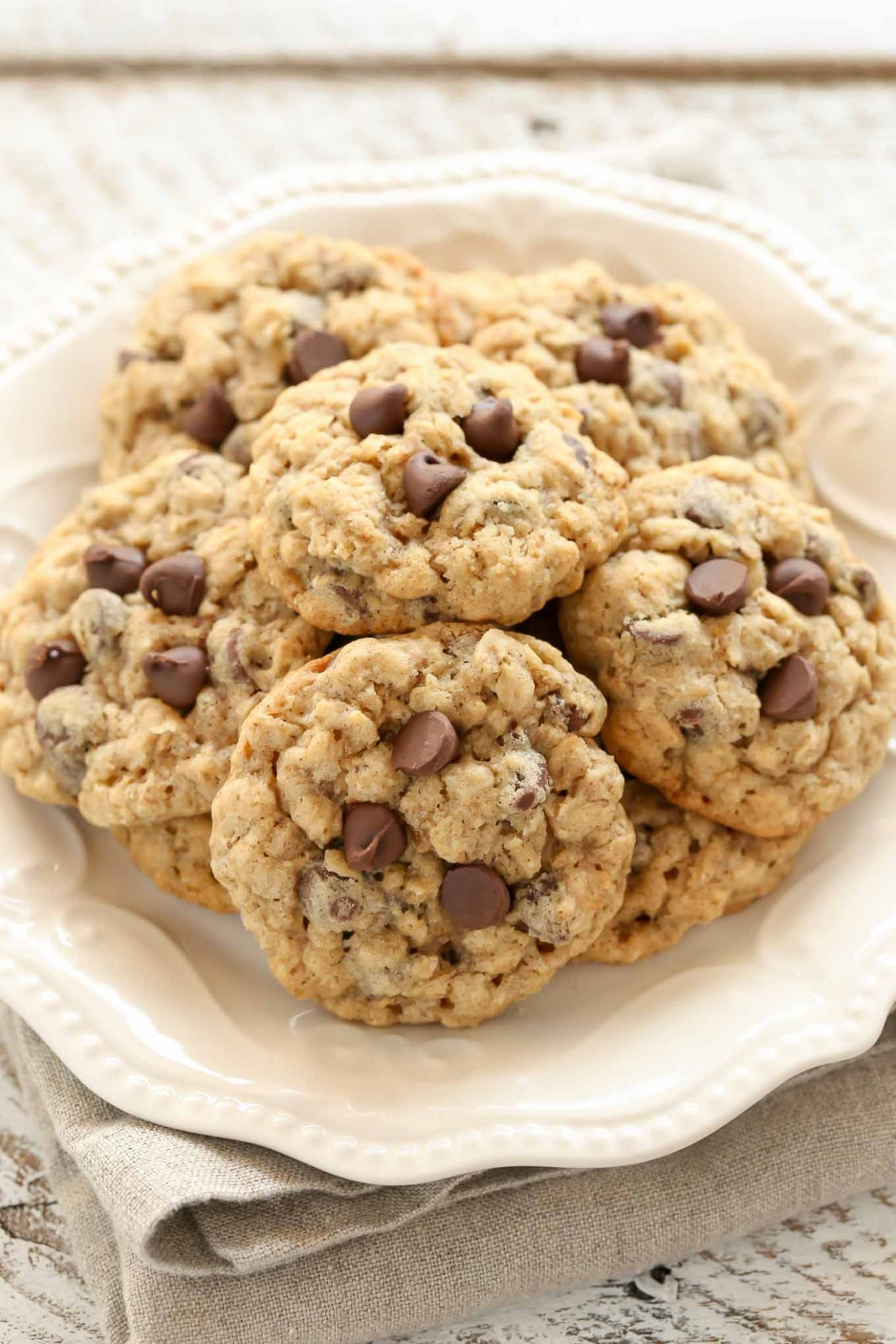 Soft and Chewy Oatmeal Chocolate Chip Cookies - Recipes Chocolate And Oats