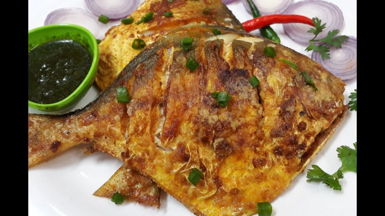 Super Tasty Jumbo Pomfret Fish Fry Recipe in Hindi | Pomfret ...